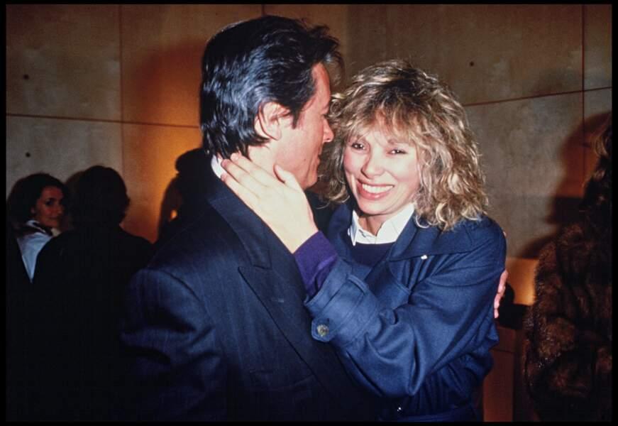 Alain Delon et Mireille Darc lors d'une soirée parisienne en 1989.