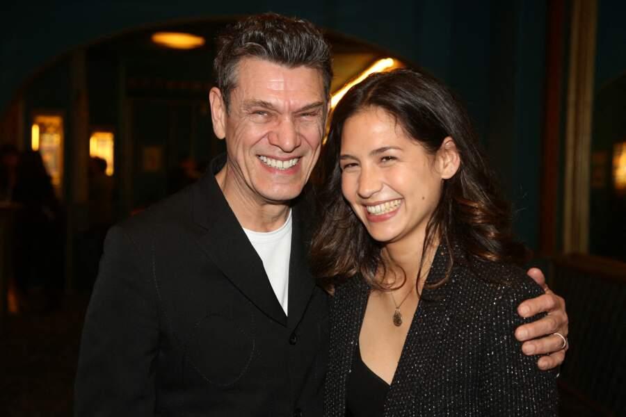 Le chanteur et la romancière sont en couple depuis deux ans.