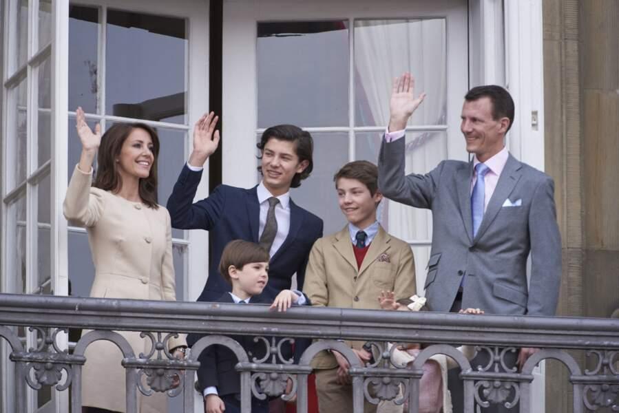 La princesse Marie, le prince Joachim de Danemark, avec le prince Nikolai, le prince Henrik, le prince Felix et la princesse Athena, le 16 avril 2016.