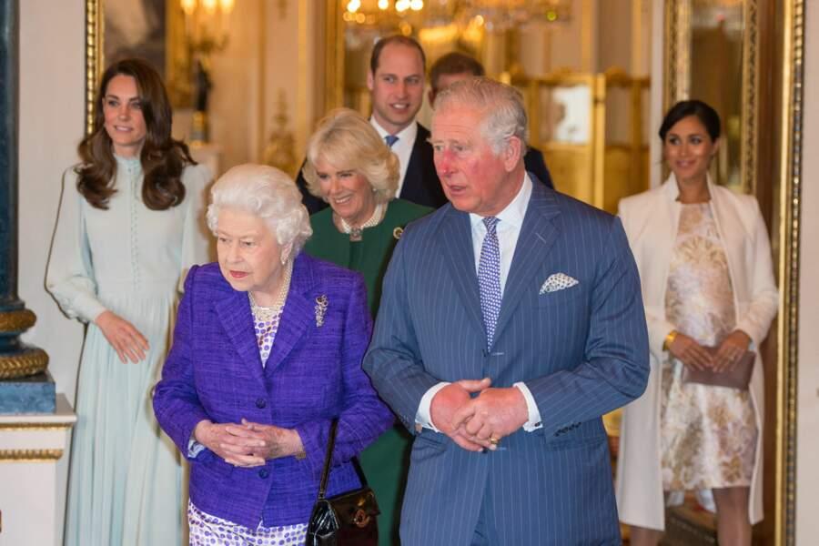 Meghan Markle et Kate Middleton étaient également très distantes l'une de l'autre lors de la réception pour les 50 ans de l'investiture du prince de Galles au palais Buckingham à Londres.