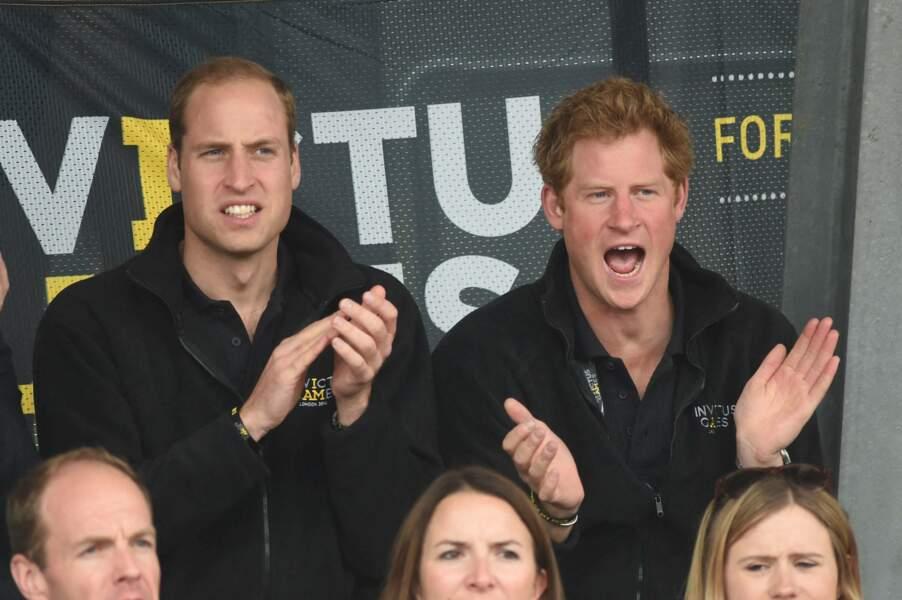 Belle complicité de Harry et William lors des Invictus Games à Londres. Créés par le cadet, l'aîné soutient son frère dans ce joli projet.