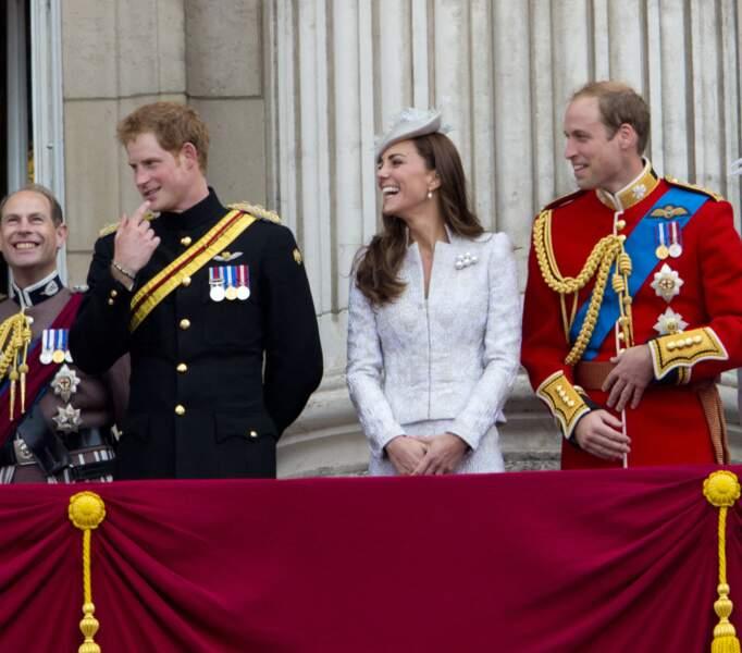 Kate Middleton, Harry et William sont inséparables. Le trio, souvent hilares, enchante les britanniques lors des évènements officiels.