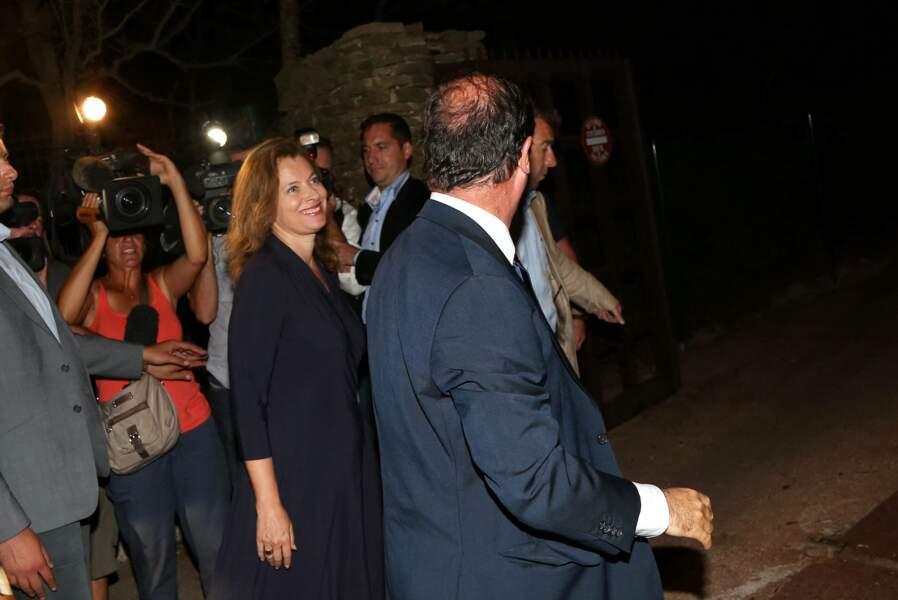 Tout sourire, Valérie Trierweiler et François Hollande sont partis régulièrement à la rencontre des vacanciers pour leur seul et unique séjour au Fort de Brégançon.