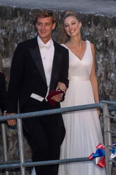 Pierre Casiraghi et Beatrice Borromeo se marient religieusement le 1er août 2015, sur les îles Borromées en Italie. La mariée porte deux robes Giorgio Marni et le mariage est placé sous le signe du glamour.