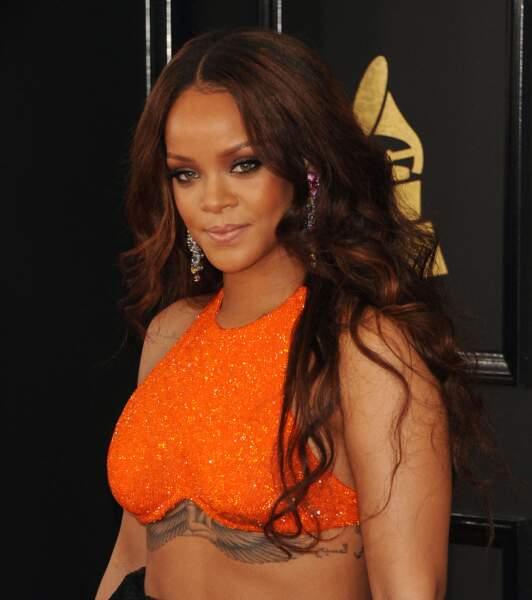 Rihanna a vu les choses en grand et fait dessiner un tatouage géant sous sa poitrine, représentant la déesse égyptienne Isis.