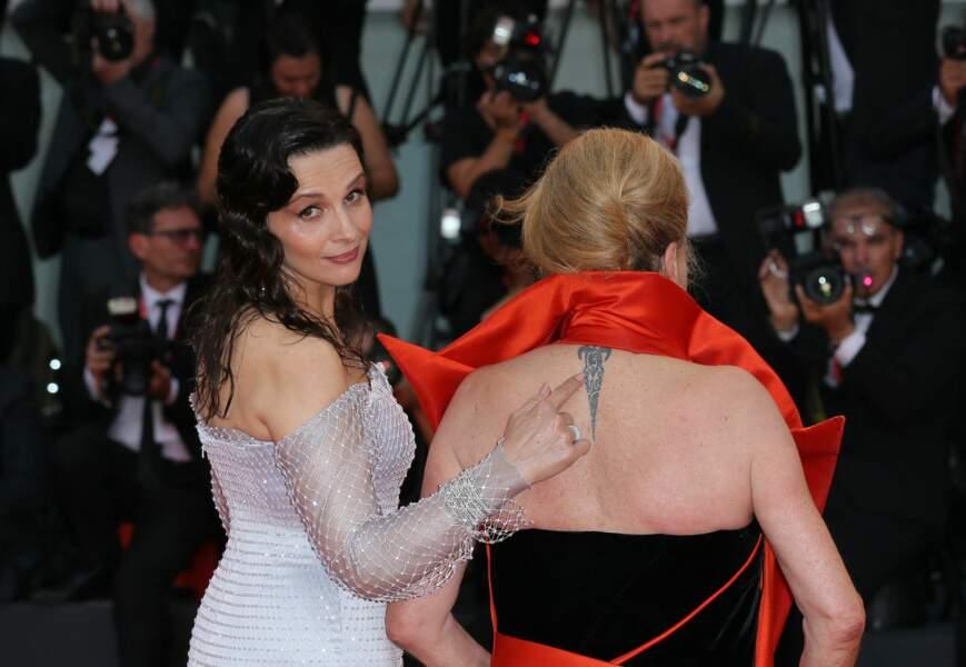 """""""C'est particulier, c'est comme un signe. Une envie d'être différent. C'est assez érotique"""" a confié Catherine Deneuve qui possède un tatouage sur la nuque."""