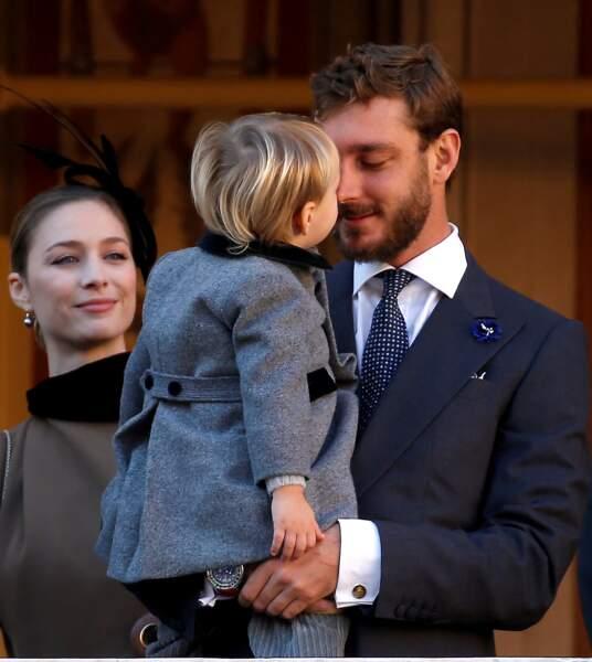 Tendre calin entre Pierre Casiraghi et son fils, lors de la fête nationale monégasque le le 19 novembre 2018.