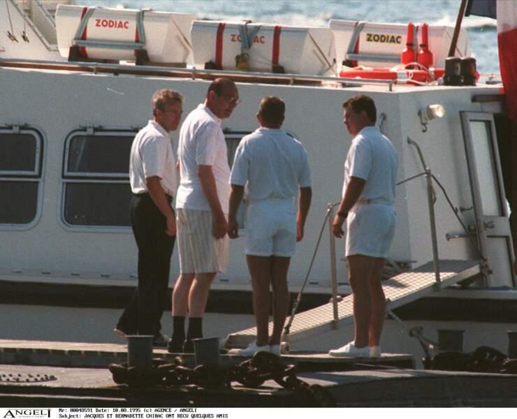 Jacques Chirac a reçu plusieurs visites de ses amis au Fort de Brégançon et n'hésitait pas à profiter de quelques sorties en bateau