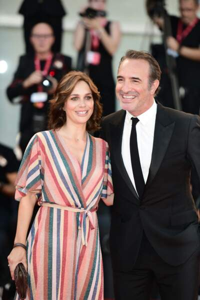 """Jean Dujardin et Nathalie Péchalat se sont dit """"oui"""" en 2018, le même jour que Meghan Markle et le prince Harry."""