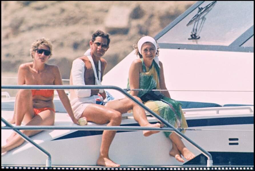 Seule petite excentricité de Lady Diana au cours de ces vacances en 1990 ? Ce joli maillot de bain deux pièces !