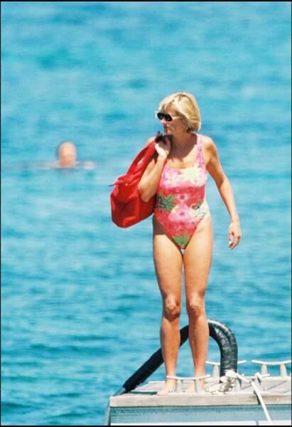 Toujours en 1997, elle attire tous les regards avec un maillot rose !