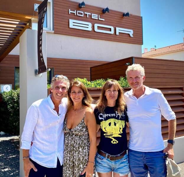 Denis Brogniart et sa femme Hortense rendent visite à leurs amis, propriétaires d'un hôtel à Hyères