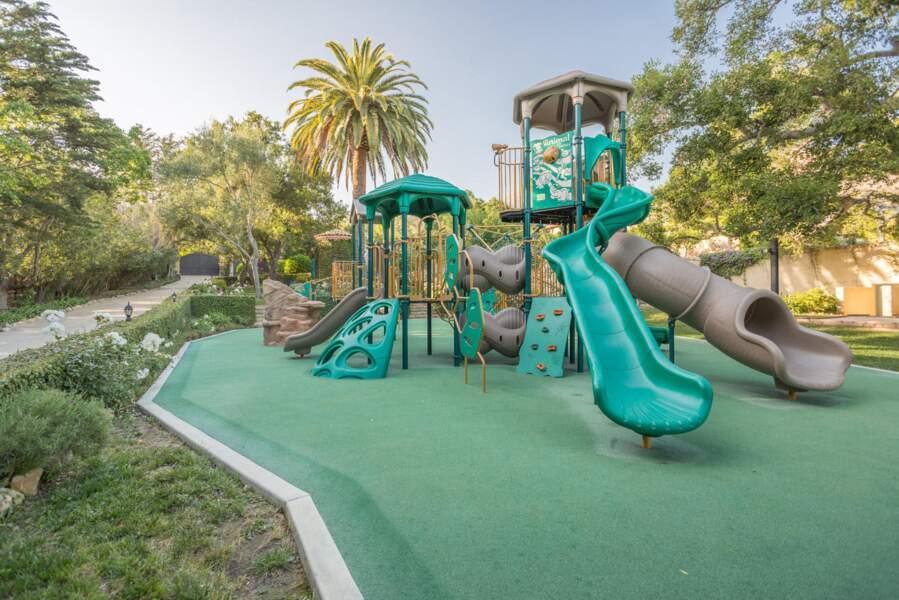 Un joli terrain de jeu pour le petit Archie dans cette nouvelle villa acquise par le couple de Sussex.