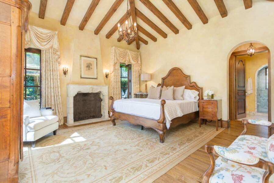 A moins que le couple de Sussex ne préfère cette jolie chambre à coucher avec sa cheminée pour les hivers rigoureux.