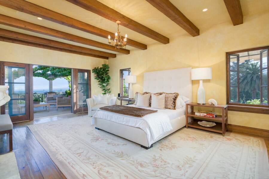 L'une des sublimes chambres de la villa. Celle de Meghan et Harry ? Mystère...