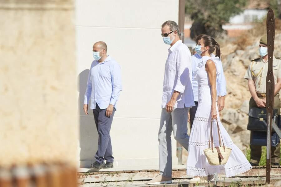 Le roi Felipe VI d'Espagne et la reine Letizia se sont rendus à la Nécropole punique de Puig des Molins, à Ibiza le 17 août 2020.