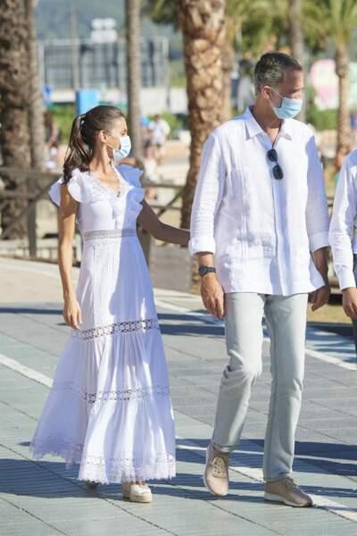 Le roi Felipe VI d'Espagne et la reine Letizia se sont rendus à la Nécropole punique de Puig des Molins à Ibiza le 17 août 2020.