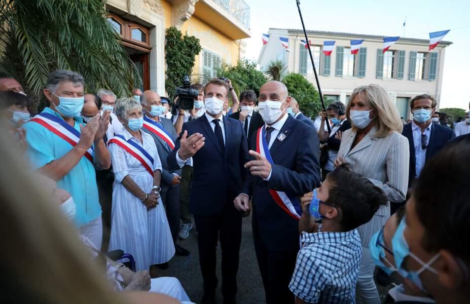 Lors de cette sortie à Bormes-les-Mimosas, Brigitte et Emmanuel Macron étaient tous les deux masqués