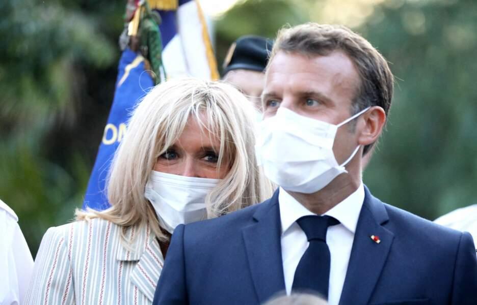 Brigitte et Emmanuel Macron sont une nouvelle fois apparus proches durant cette cérémonie annuelle organisée à Bormes-les-Mimosas
