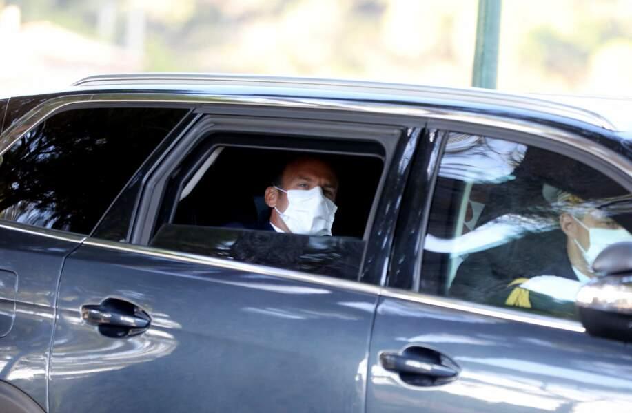 Brigitte et Emmanuel Macron ont quitté Bormes-les-Mimosas après la cérémonie, à bord d'une voiture