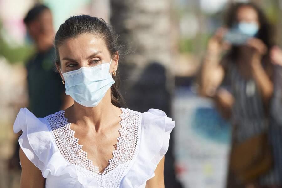 La reine Letizia masquée à Ibiza, le 17 août 2020.