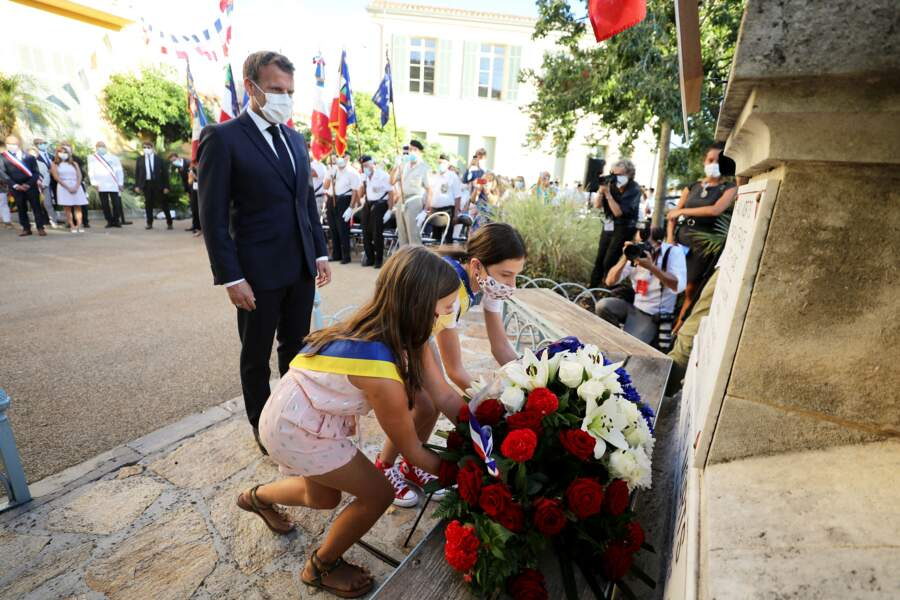 Malgré la situation sanitaire exceptionnelle, Emmanuel Macron tenait à être présent à cette cérémonie du 76ème anniversaire de la libération de la ville de Bormes-les-Mimosas