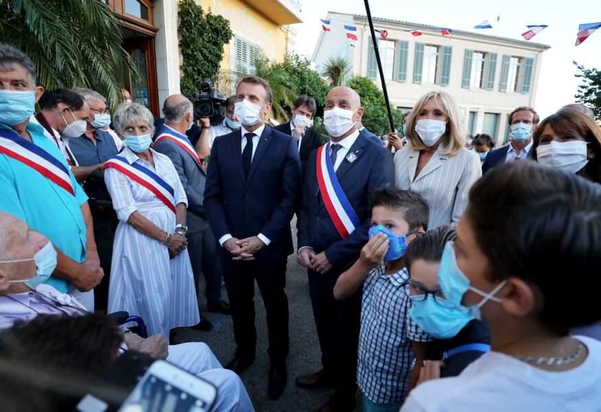 Brigitte et Emmanuel Macron étaient accompagnés par François Arizzi, maire de Bormes les Mimosas