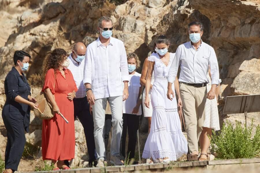Le roi Felipe VI d'Espagne et la reine Letizia sont allés à la Nécropole punique de Puig des Molins à Ibiza le 17 août 2020.