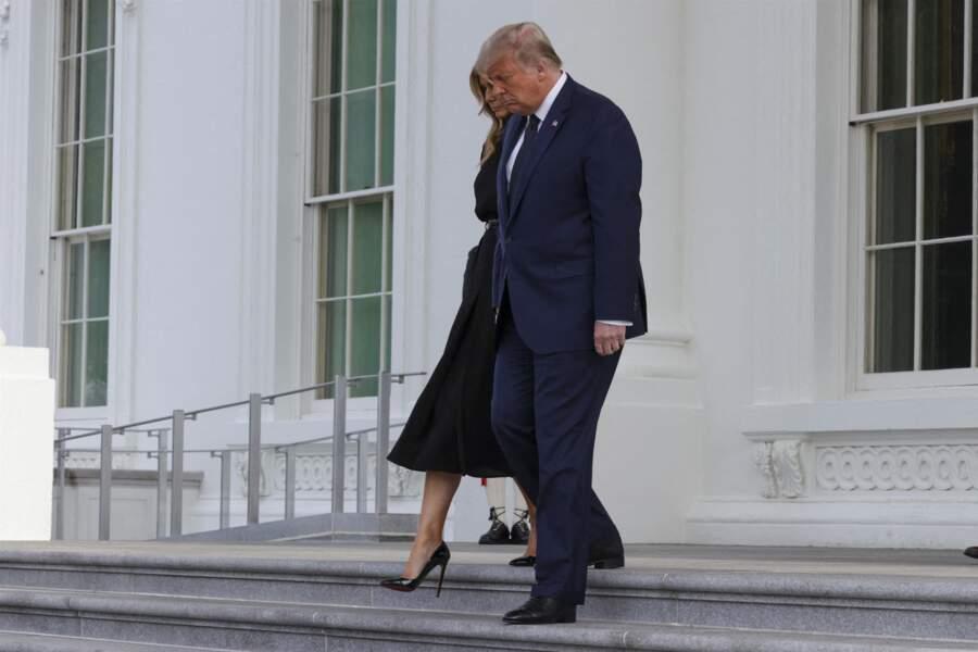Melania et Donald Trump quittent la Maison-Blanche après l'hommage rendu à son frère Robert Trump le 21 août 2020