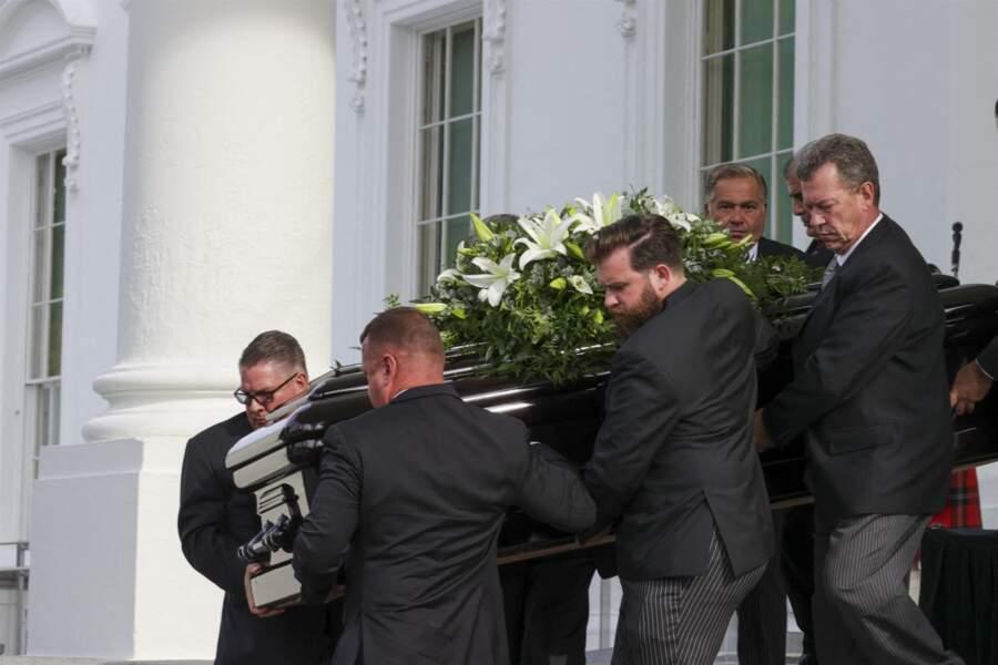 Les proches de Robert Trump (frère de Donald), portant le cercueil le 21 août 2020