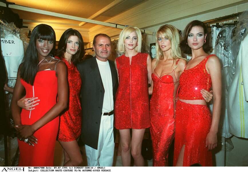Claudia Schiffer l'une des top models favorites de Gianni Versace dans les années 90.