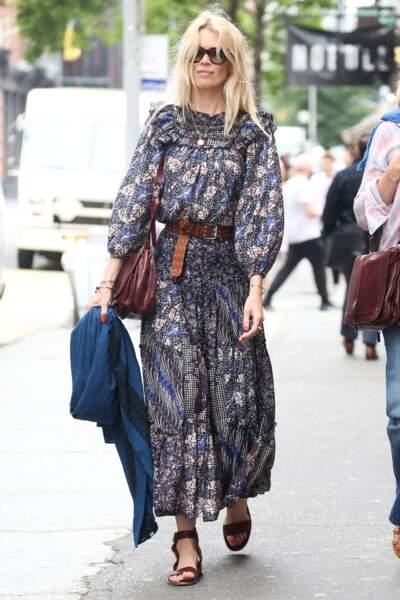 Claudia Schiffer en look baba cool à New York le 30 mai 2019.