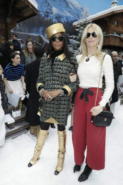 Naomi Campbell et Claudia Schiffer : les Supermodels des années 90 se retrouvent chez Chanel le 5 mars 2019.