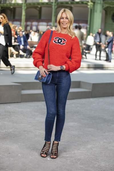 Claudia Schiffer devient muse de la J12 de Chanel avec de nombreuses autres personnalités.