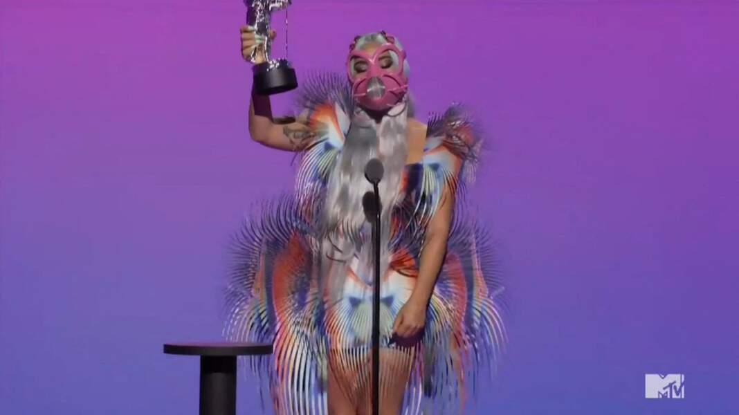 Lady Gaga en robe Iris Van Herpen.