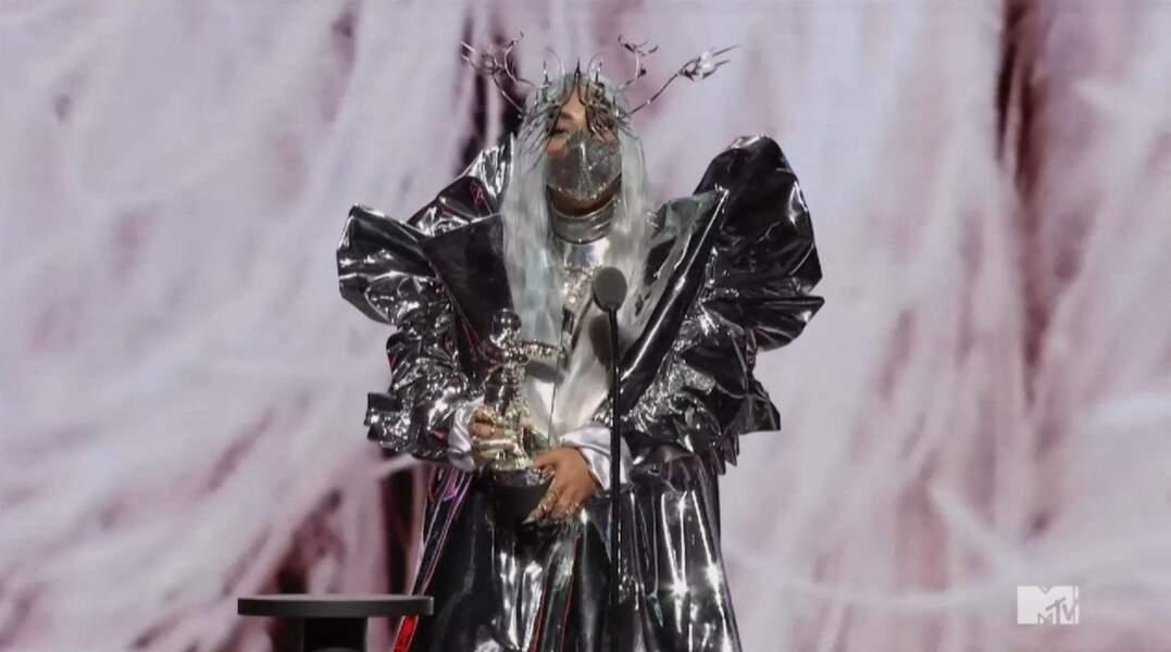 """Lady Gaga a remporté des trophées notamment dans les catégories, """"Artiste de l'année"""", """"chanson de l'année"""" (""""Rain on Me"""" en duo avec A. Grande), """"Meilleure collaboration"""". Los Angeles."""
