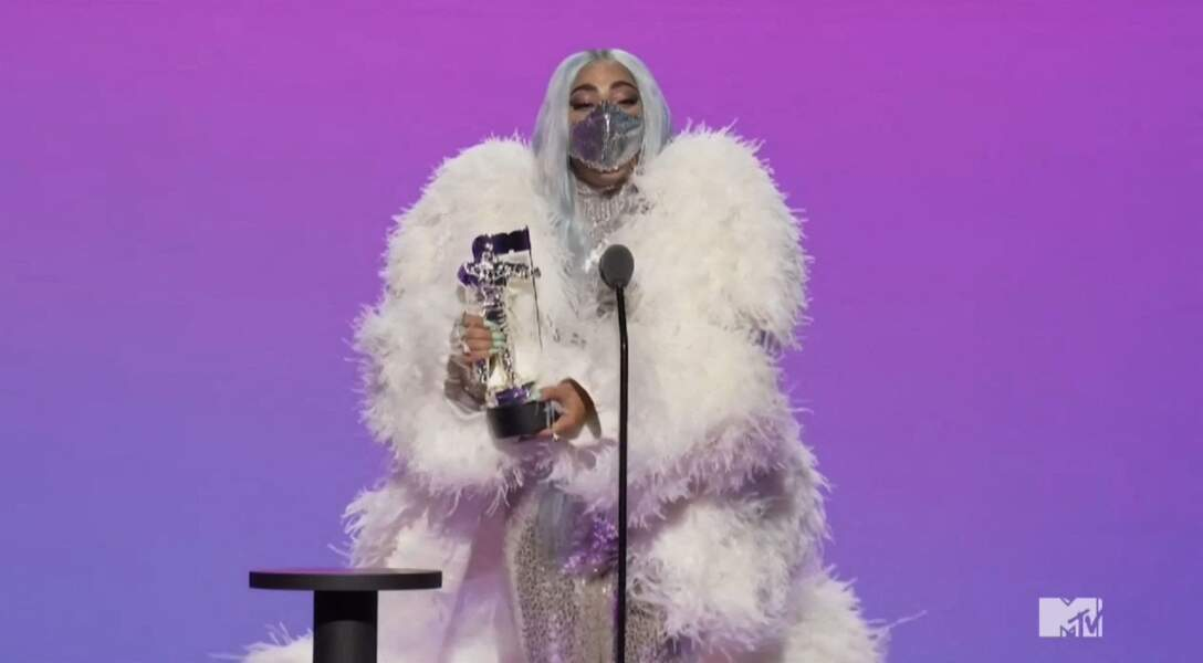 Lady Gaga incite ses fans à porter un masque de protection contre le coronavirus (Covid-19) lors des MTV Vidéo Music Awards, le 30 août 2020.