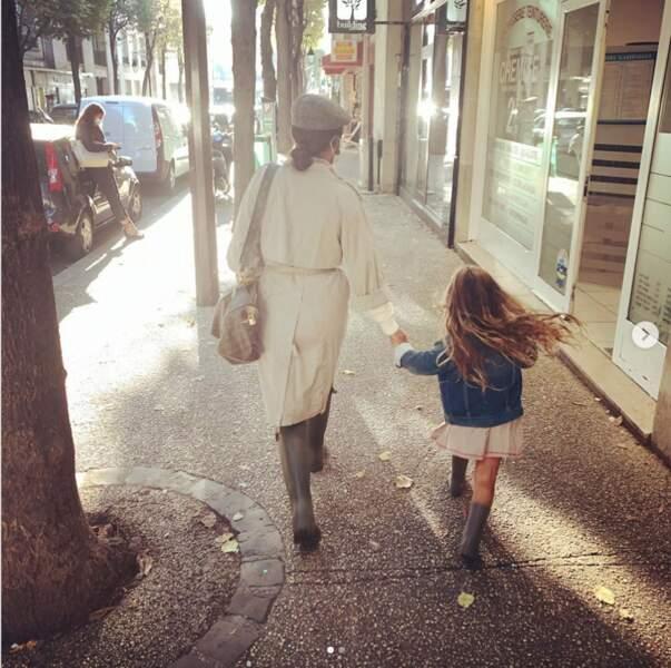 Amel Bent a accompagné sa fille, Sofia, pour la rentrée des classes.