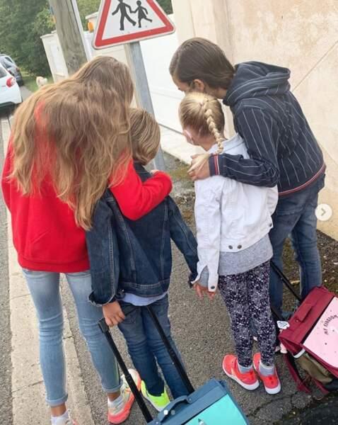 Ce 1er septembre, Elodie Gossuin a encouragé ses quatre enfants avant la rentrée scolaire.