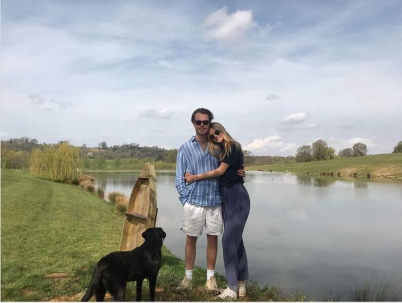Charles Manners, marquis de Granby, s'affiche sur Instagram avec sa compagne, la mannequin Ella Ross. Le jeune homme est le fils de David Manners, 11e duc de Rutland, et grand supporter du parti pro-Brexit UKIP.