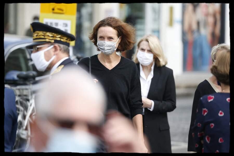 Edith Chabre, l'épouse d'Edouard Philippe est apparue masquée pour assister à la cérémonie.