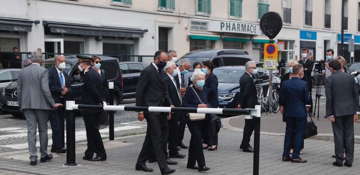 Instant solennel pour Edouard Philippe et les autres membres du cortège venus rendre hommage à Antoine Rufenacht.