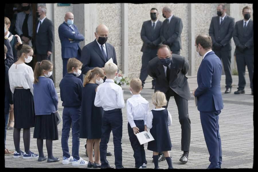 Edouard Philippe a conversé avec la famille d'Antoine Rufenacht et notamment ses petits-enfants