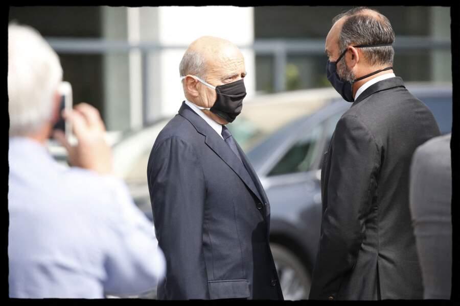 Alain Juppé et Edouard Philippe sont apparus masqué avant la cérémonie.