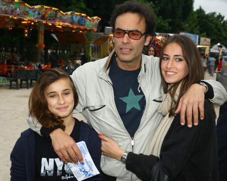Anthony Delon avec ses deux filles Liv et Loup, nées de sa relation avec Sophie Clérico