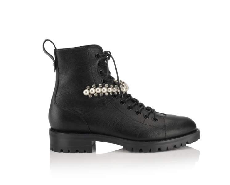Boots, 1075 €, Jimmy Choo.