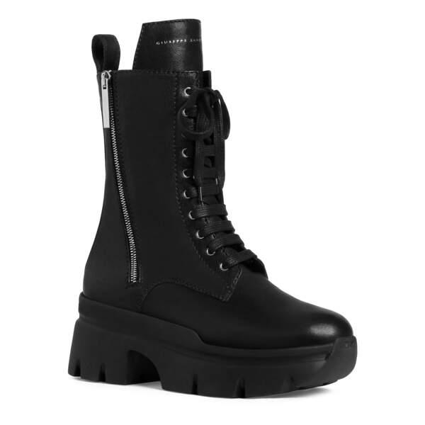 Boots, 950 €, Giuseppe Zanotti.