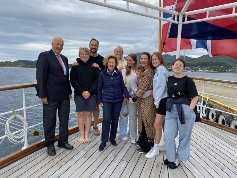La famille royale de Norvège réunie lors d'un séjour aux Iles Lofoten durant l'été 2020