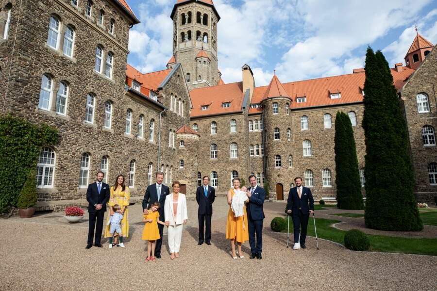 La famille grand-ducale, réunie à l'occasion du baptême du prince Charles de Luxembourg, le 19 septembre 2020.