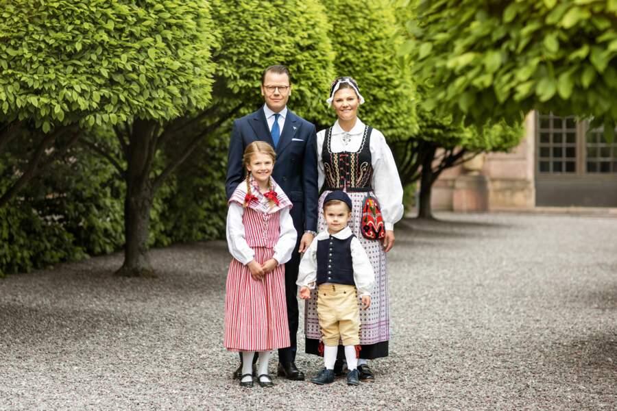 Victoria et Daniel de Suède avec leurs enfants Estelle et Oscar à Stockholm le 5 juin 2020